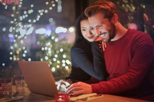 couple on computer | Private Lettings Channels | HiRUM