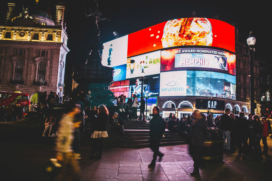 billboards at night at piccadilly circus | the billboard effect | HiRUM
